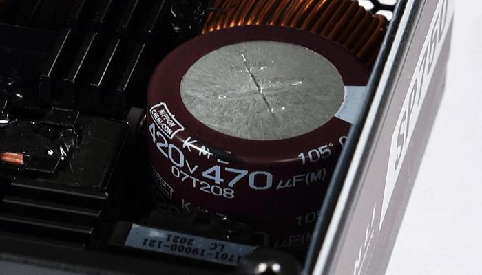 blok-pitaniia-lian-li-sp750-s-modulnoi-sistemoi-kabelei-rasschitan-na-kompaktnye-pk_2.jpg