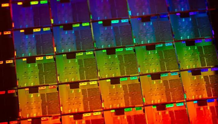 intel-gotovit-protcessory-ice-laked-dlia-mikroserverov-s-podderzhkoi-do-1-tbait-ozu-i-bolshim-chislom-iader_1.jpg