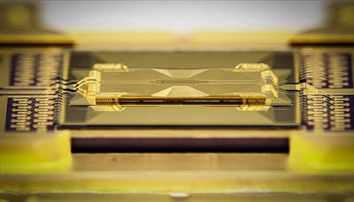 kvantovyi-protcessor-iz-stekla-mozhet-stat-kliuchom-k-novoi-arkhitekture-kompiuterov-budushchego_1.jpg
