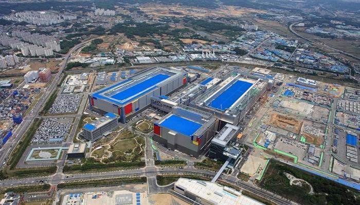 samsung-uvelichit-investitcii-v-proizvodstvo-poluprovodnikov-v-etom-desiatiletii-do-151-milliarda_1.jpg