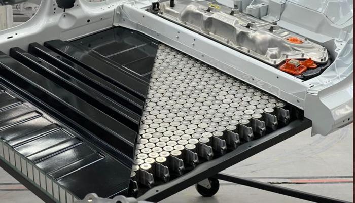 tesla-prodemonstrirovala-novuiu-konstruktciiu-akkumuliatornogo-bloka-na-baze-elementov-tipa-4680_2.jpg