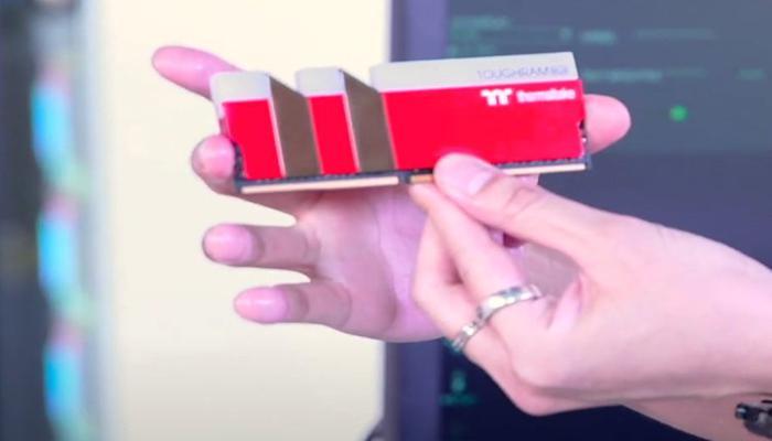 thermaltake-predstavila-moduli-pamiati-toughram-rgb-v-raznykh-tcvetovykh-ispolneniiakh_3.jpg