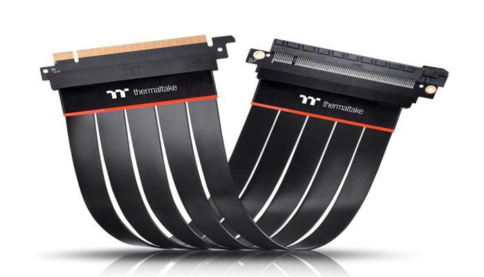 thermaltake-vypustila-gibkie-raizery-dlia-videokart-tt-premium-pcie-40-extender_1.jpg