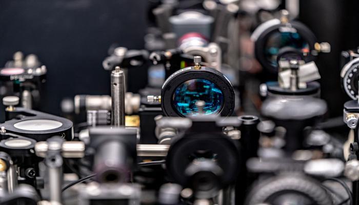 uchenye-iz-skoltekha-i-ibm-predstavili-novyi-opticheskii-tranzistor-kotoryi-v-1000-raz-bystree-obychnogo_1.jpg