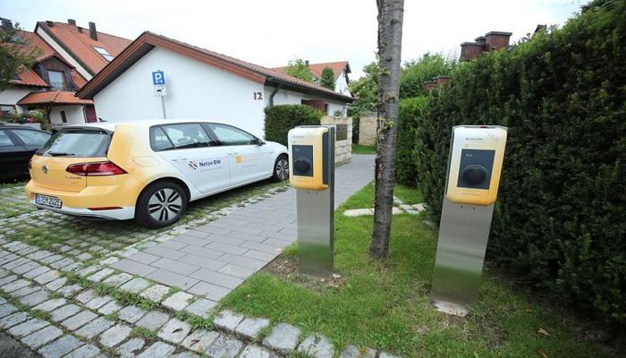 v-iiule-po-dorogam-germanii-budet-kursirovat-uzhe-million-elektromobilei_1.jpg